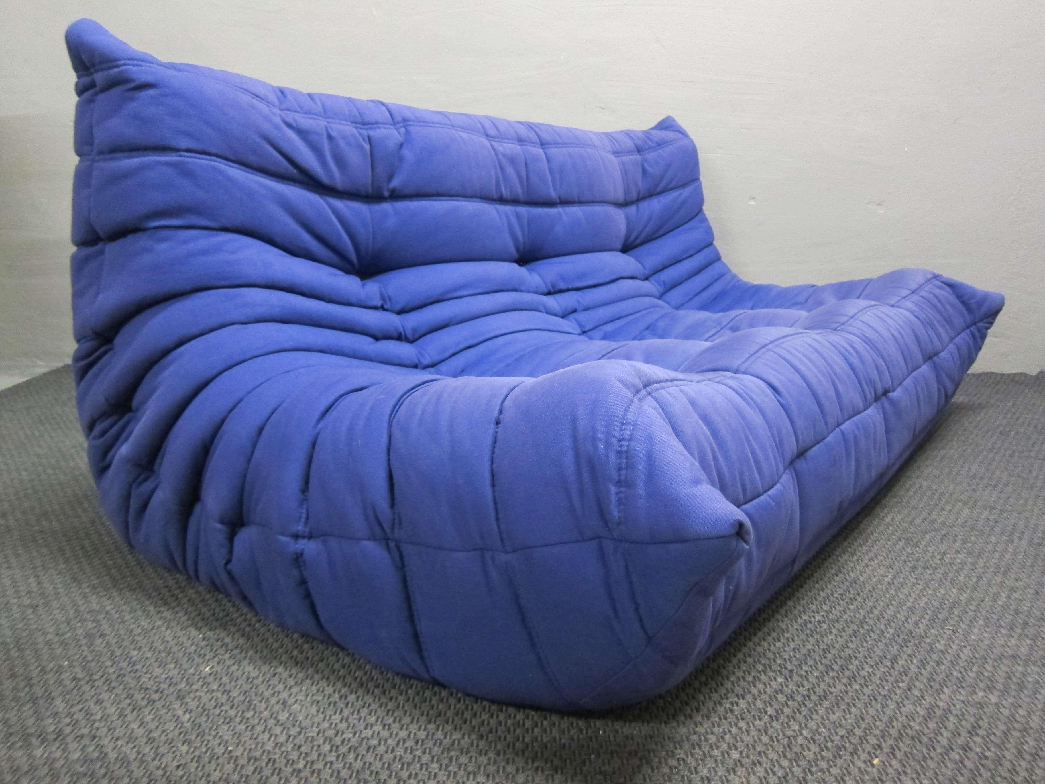 ligne roset togo dreisitzer in blau design michel ducaroy. Black Bedroom Furniture Sets. Home Design Ideas