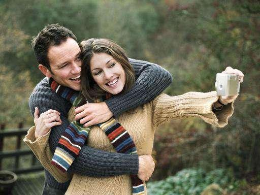 صور احضان رومانسية للعشاق , صور ولد وبنت رومانسية