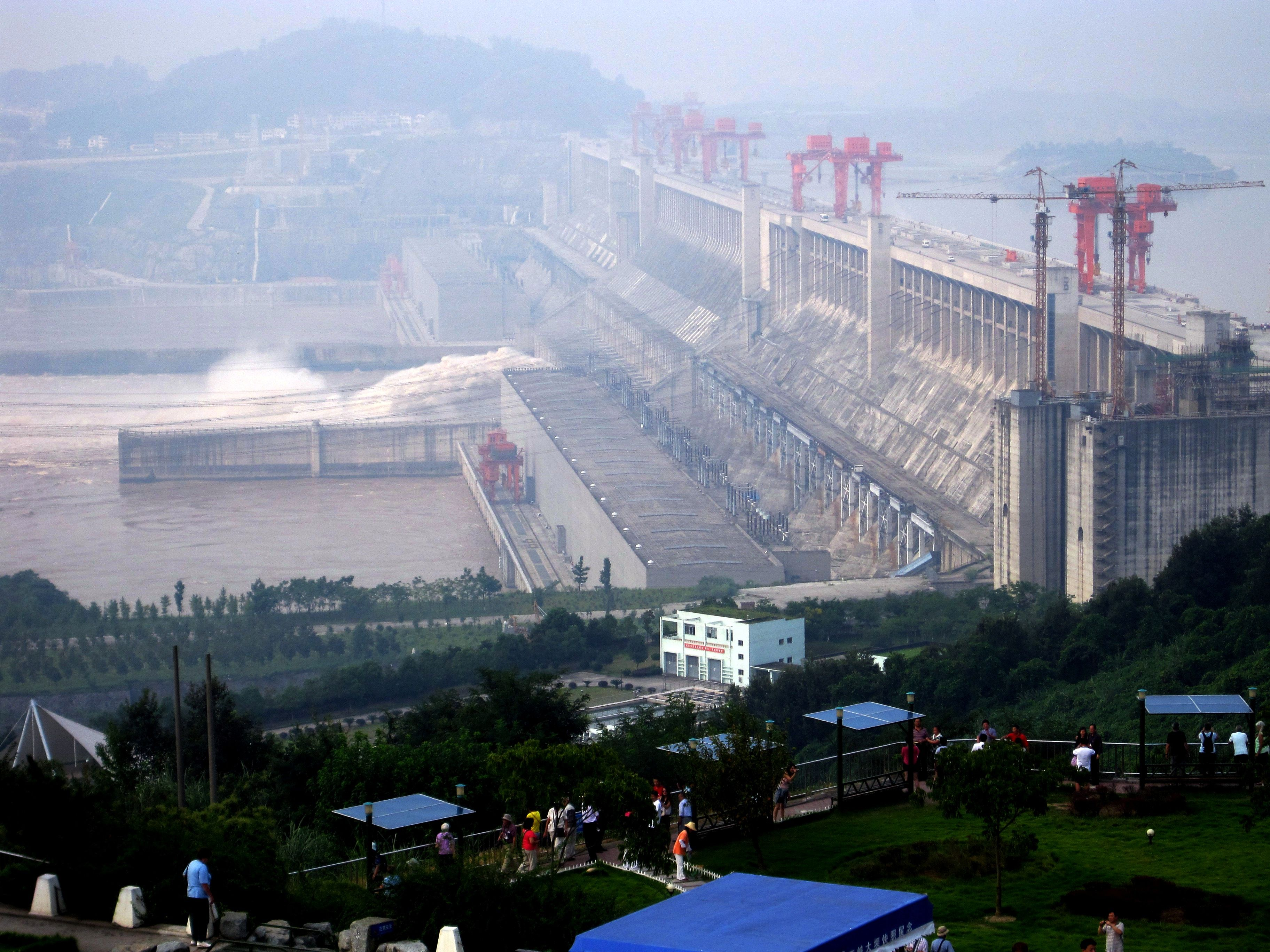 Three gorges dam project china s biggest project since the great wall - Gargantuan Structure Of The World S Biggest Hydro Project Is Usually Veiled In A Fog