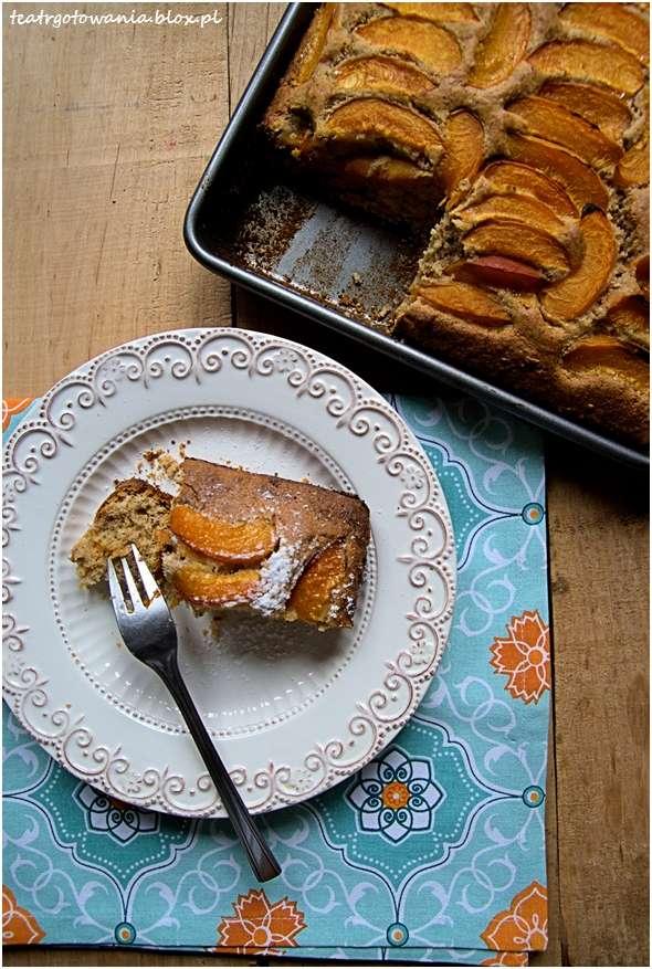 ciasto orzechowe z morelami
