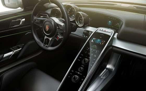 Porsche 918 Spyder HTML5 infotainment system