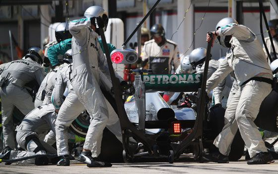 Mercedes AMG W04 Pit Stop