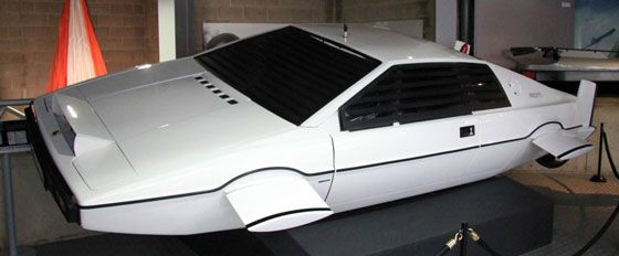 Lotus Esprit submarino de James Bond será leiloado