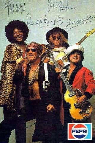 Propaganda da Pepsi com Os Trapalhões caracterizados como estrelas do rock (rockstars) e com as assinaturas de Renato Aragão (Didi), Dedé Santana, Mussum e Zacarias