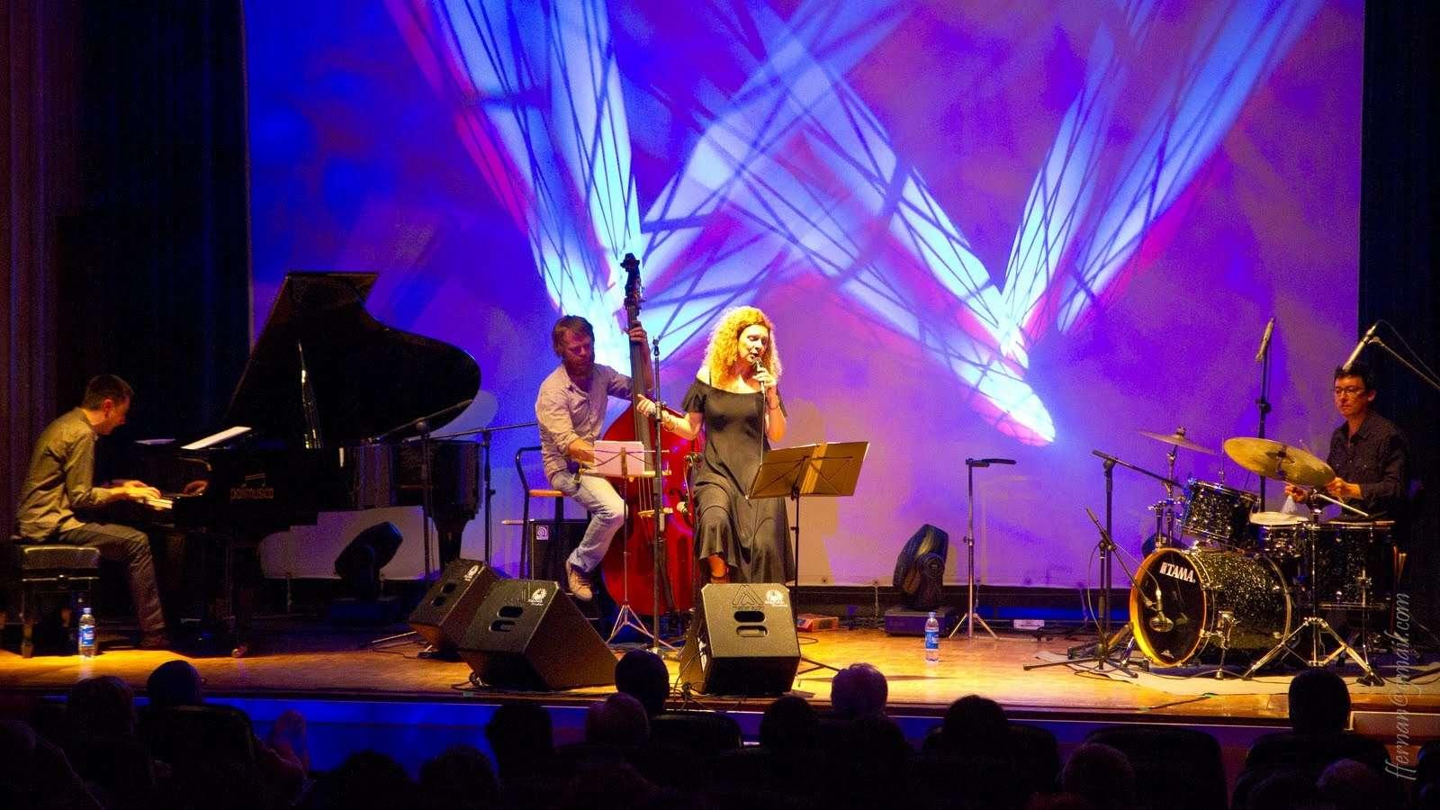Carme Canela y Trio