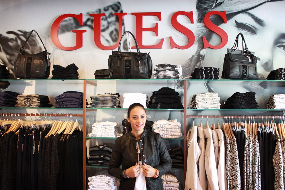 guess store la reggia outlet