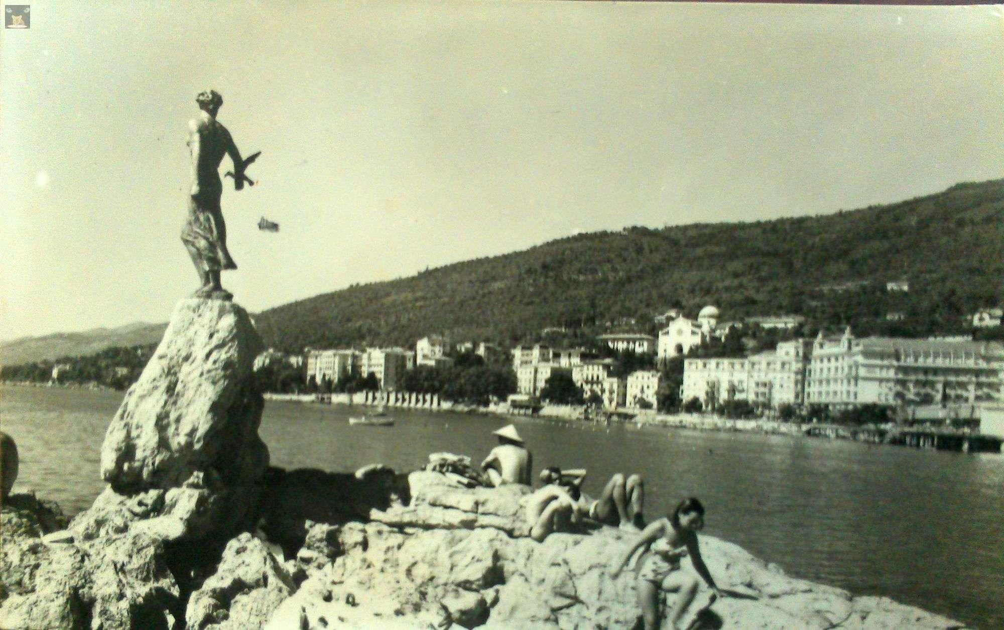 djevojka s galebom kip opatija