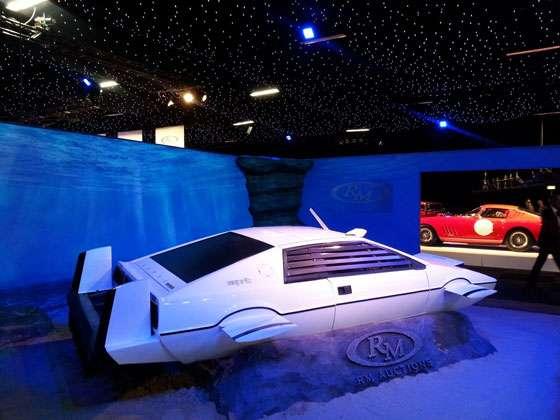Lotus Esprit submarino de James Bond é vendido em Londres por quase um milhão de dólares
