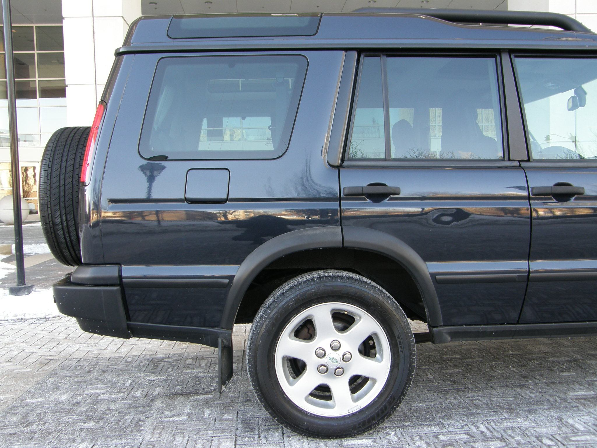 Land Rover Naperville >> Sell used 2004 Land Rover Discovery SE-7 3RD ROW SEATING HSE RIMS REAR PARK ASSIST NO RESV in ...
