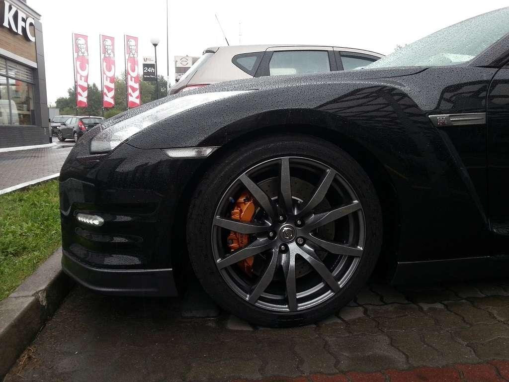 Czarny GT-R felga
