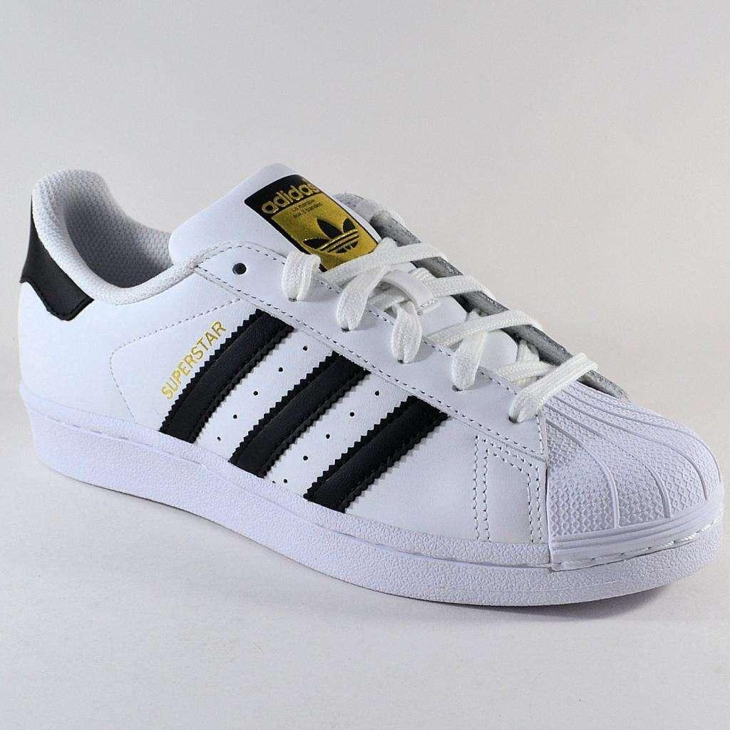 zapatillas adidas blancas rayas doradas