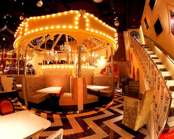 Alice In Wonderland Is Por An So Diamond Dining Have Created Several Cafe Restaurants With Variations Of The Theme