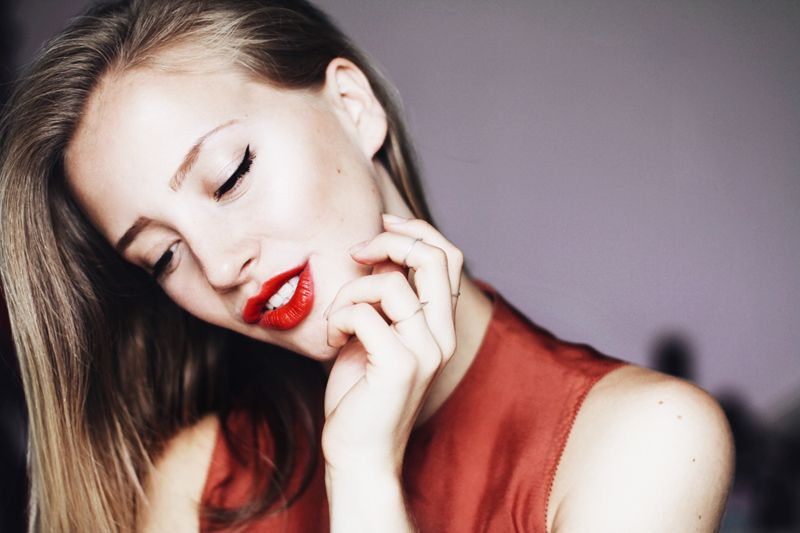 how to keep lipstick from coming off