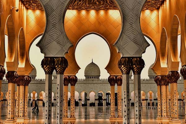 Curious Places: Sheikh Zayed Grand Mosque (Abu Dhabi/ United Arab