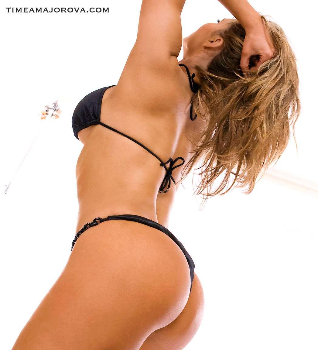 String bikini girls