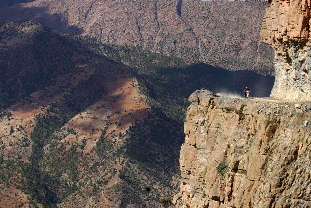 Potęzne góry w Maroku i motocykl