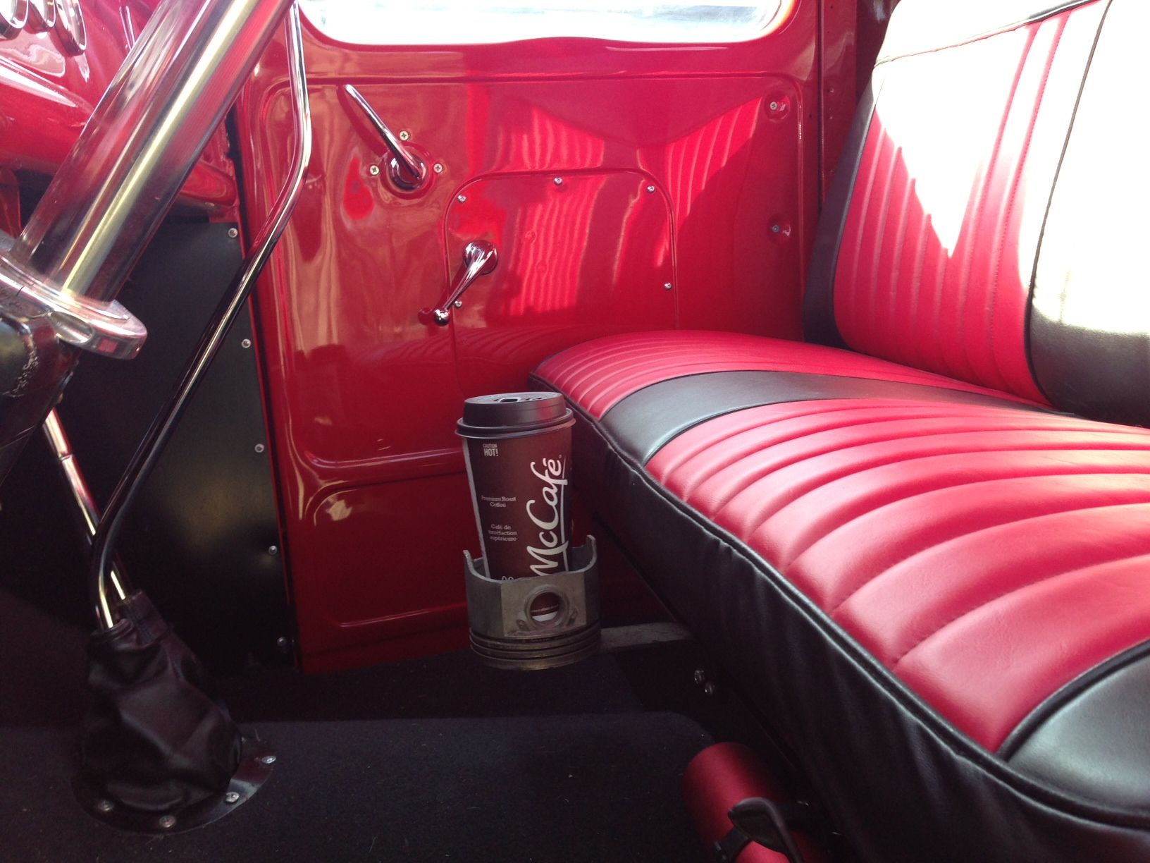 cup holders in a hot rod page 8 the h a m b. Black Bedroom Furniture Sets. Home Design Ideas