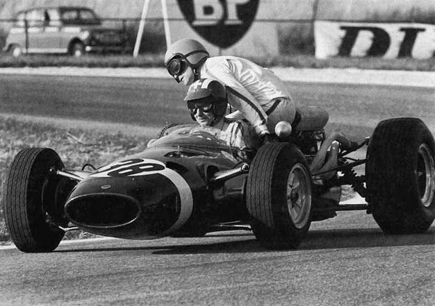 "GP da França de 1966: o suiço Jo Siffert e o britânico Robert Hugh Fearon ""Bob"" Anderson"