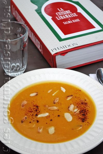 soupe la courge butternut au chili et aux amandes blogs de cuisine. Black Bedroom Furniture Sets. Home Design Ideas