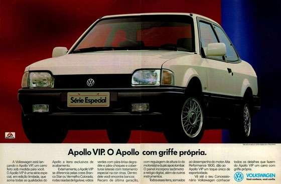 A Volkswagen está lan-çando o Apollo VIP, um carro feito sob medida para você. O Apollo VIP é uma série espe-cial, em edição limitada, que soma todas as qualidades do Apollo VIR O Apollo com griffe própria. Apollo a itens exclusivos de acabamento. Externamente, o Apollo VIP se diferencia pelas cores Bran-co Star ou Vermelho Cobrado, rodas ra iadas de liga leve, vidros verdes com pára-brisa degra-dée e pára-choques e cober-turas laterais com tratamento especial na cor cinza Dentro dele você encontra bancos Recaro de última geração, com regulagem de altura (o do motorista) eduplo apoio lombar. O painel incorpora tacômetro e relógio digital, além de outros instrumentos. Todos esses itens, somados ao desempenho do motor Alta Performance 1800, dão ao Apollo VIP um toque único de esportividade. Vá até o seu Concessio-nário Volkswagen conhecer vietUo tia., cente~ Can o PÇOCONVE todos os detalhes que fazem do Apollo VIP um carro com grife própria. VOLKSWAGEN Voce conhece, você confia.