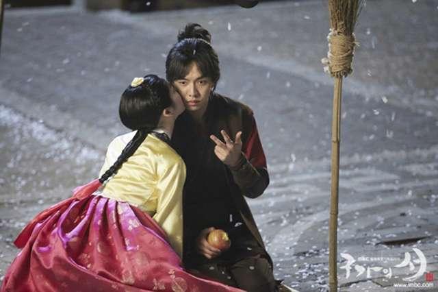 Gu Family Book Lee Yoo Bi Stuns Lee Seung Gi With A