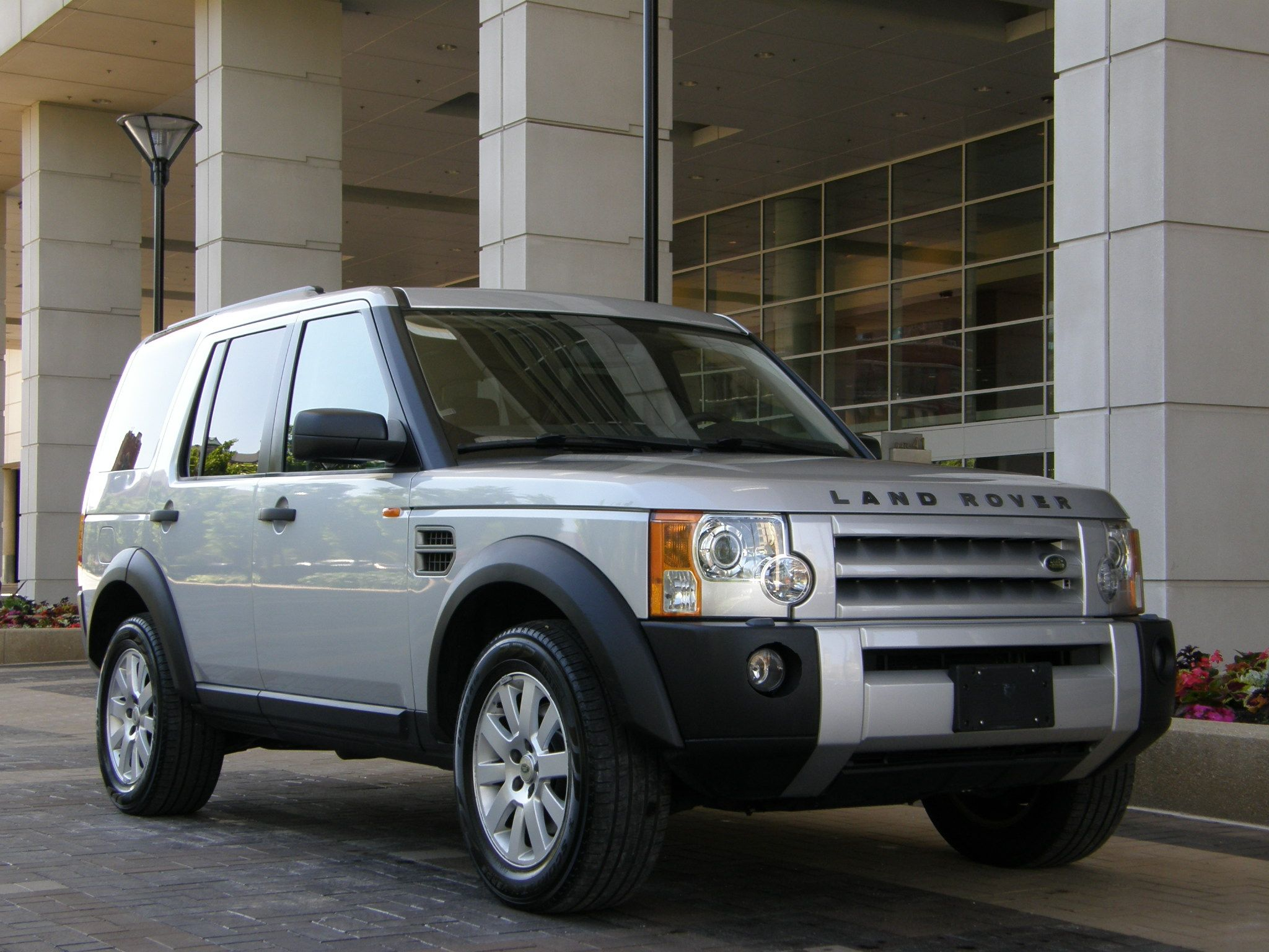 sell used 2005 land rover lr3 se 7 clean carfax 75k miles. Black Bedroom Furniture Sets. Home Design Ideas