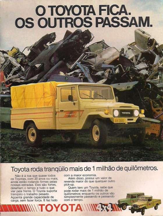 O TOYOTA FICA. OS OUTROS PASSAM. Toyota roda tranqüilo mais de 1 milhão de quilômetros. Não é a toa que quase todos os Toyotas. com 20 anos ou mais, ainda estão rodando firmes pelas nossas estradas. Eles são fortes. desafiam o tempo e tudo o que vier pela frente. O Toyota suporta tranqüilo o trabalho pesado. Agüenta grande capacidade de carga, sem fazer força. E faz tudo com a maior economia. Além disso, possui um valor de revenda maior do que qualquer outro pick-up. Quem tem um Toyota. sabe que pode rodar mais de 1 milhão de quilômetros; enquanto os outros vão simplesmente passando e passando com o tempo. TOYOTA 4X4
