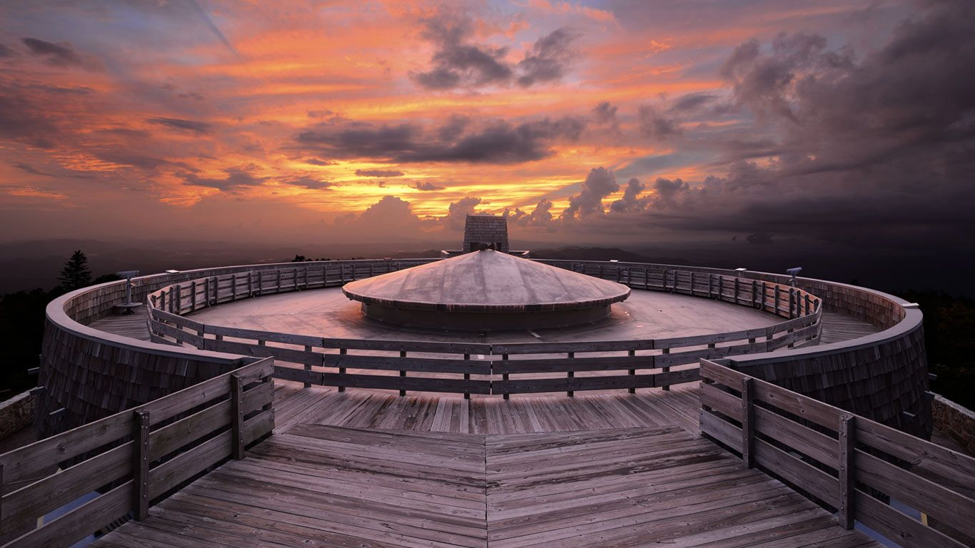 Observatory on the summit of Brasstown Bald Mountain in Georgia (© Sean Pavone/Alamy) 196