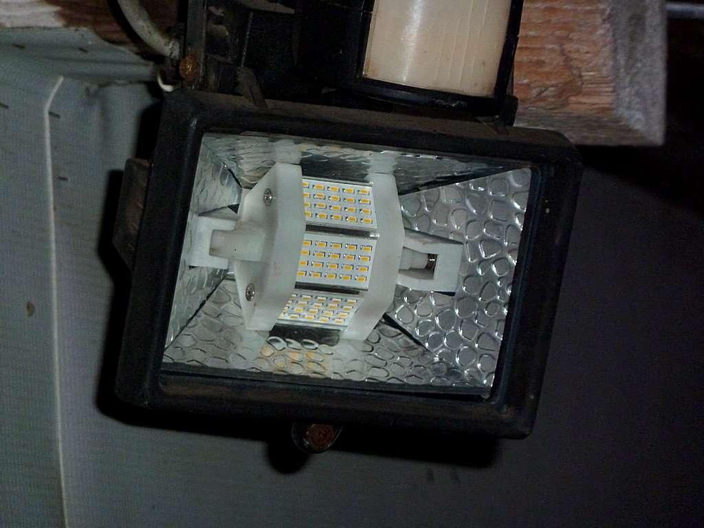 astuce spot halog ne ext rieur transformer en led. Black Bedroom Furniture Sets. Home Design Ideas