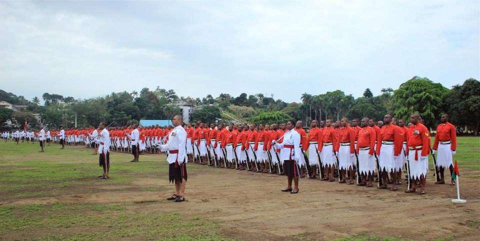 斐济陆军的庆典仪式 男兵这裙子蛮漂亮 !