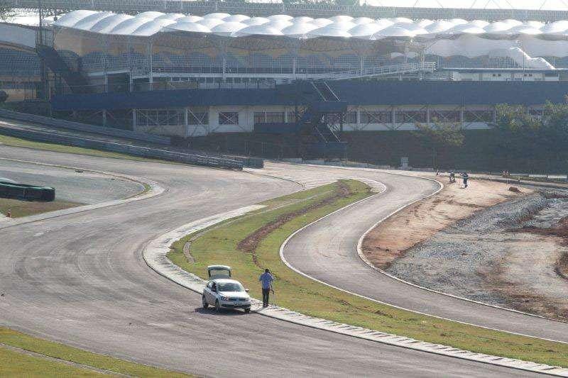 Autódromo de Interlagos em Obras - Muro do S do Senna Removido