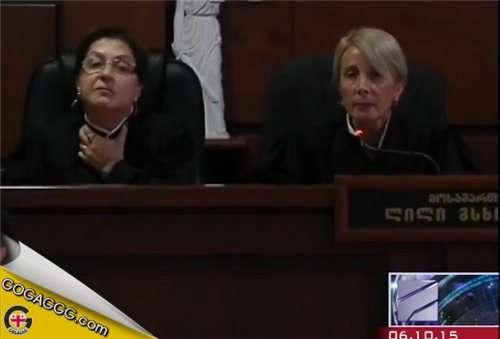 დაცვის მხარის შუამდგომლობა და კამათი მოსამართლეებს შორის