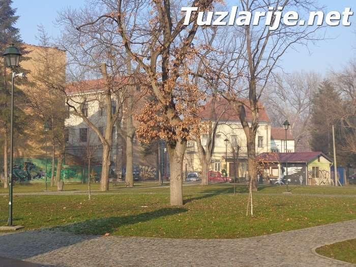 Tuzlarije - Trg - park