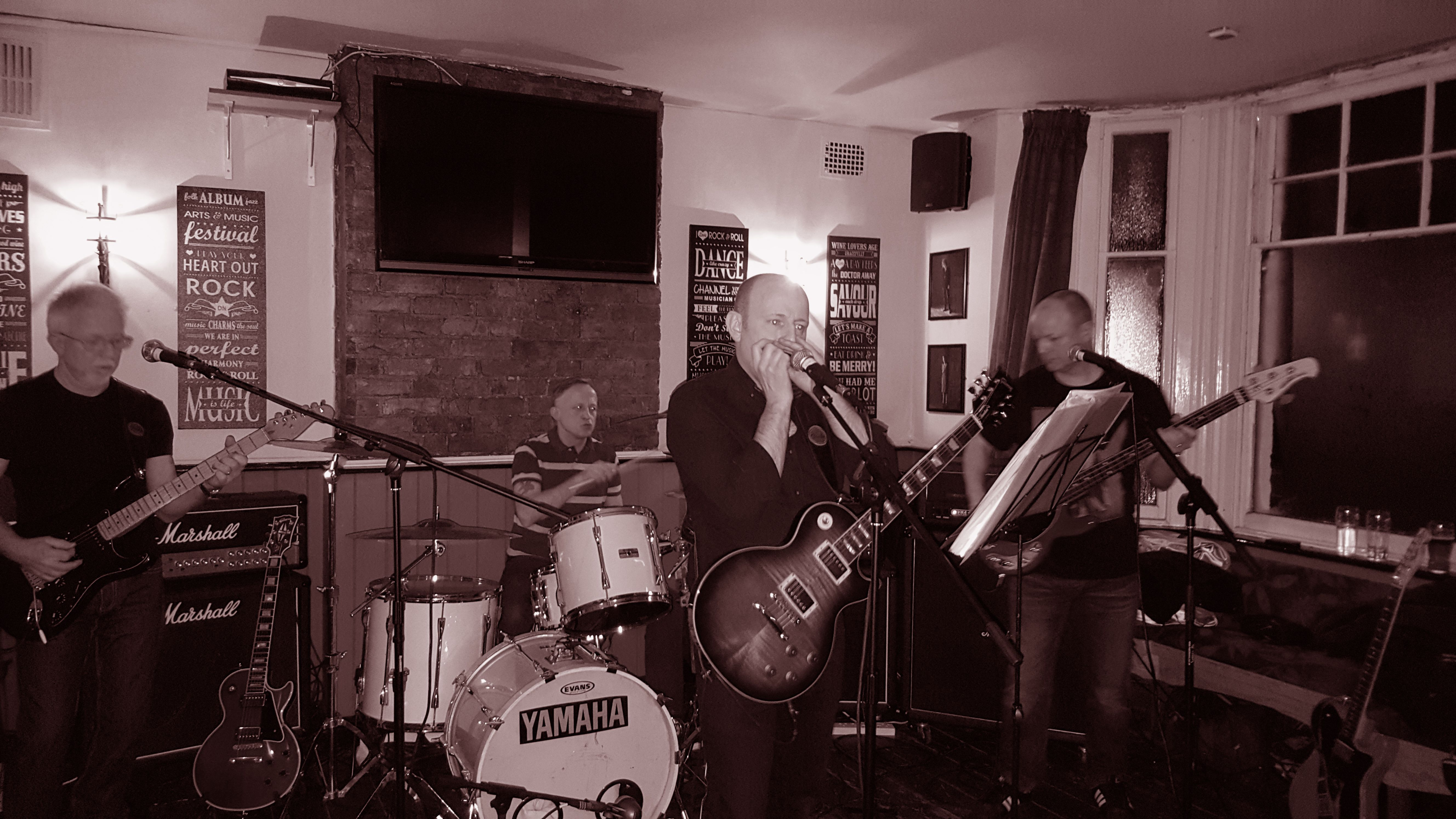 The Four Blokes Photos -  The Four Blokes At The Rose & Crown, Bishop's Stortford