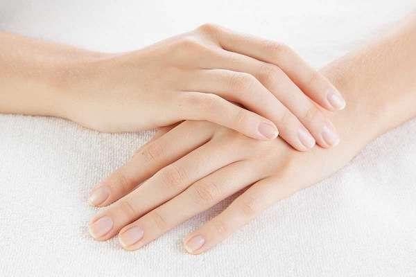 Các cách chăm sóc móng tay luôn bóng khỏe