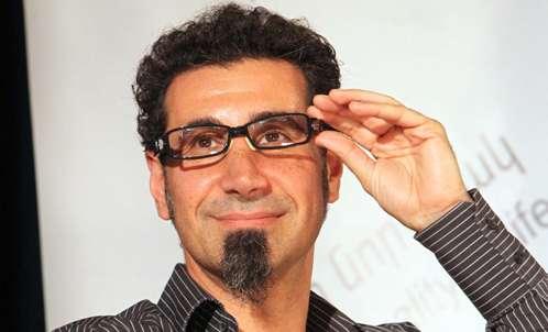 Serj Tankian responderá questões no Reddit sobre a situação política na Armênia