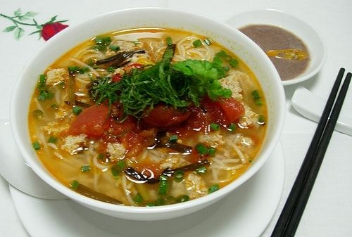 Vietnamese-noodle-soup-with-crab-roe