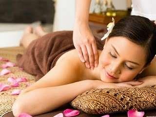 Hình ảnh thực hành xoa bóp massage tại bình dương