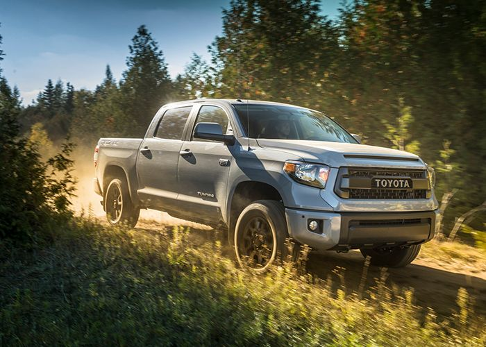 2017 Toyota Tundra Driving;