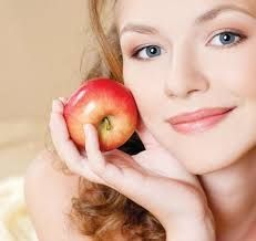 8 cách làm sáng da từ quả táo