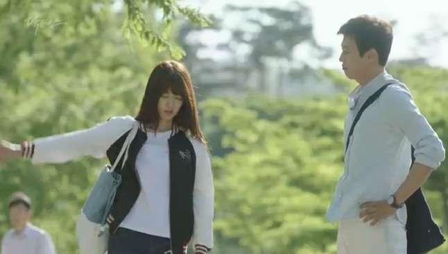 'Doctor' tập 1: Park Shin Hye hóa 'gái hư' tiêu chuẩn, cùng Ji Soo cưỡi mô tô siêu ngầu