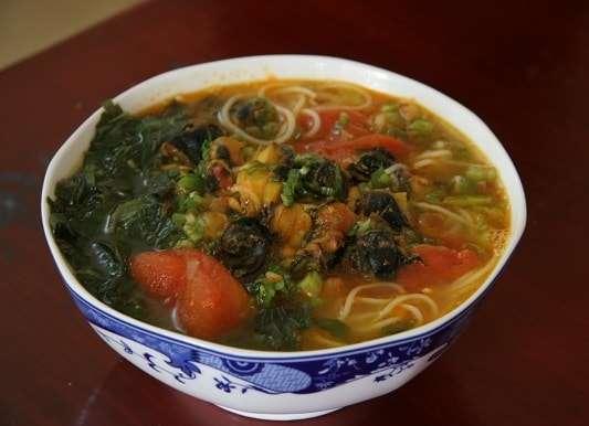 Vietnamese-noodle-soup-with-snail