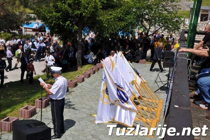 Tuzlarije - Dan zlatnih ljiljana