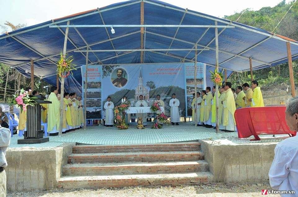 Thánh lễ đặt viên đá xây dựng giáo họ Phanxicô Xaviê tại đảo Hòn Tre – GP Long Xuyên