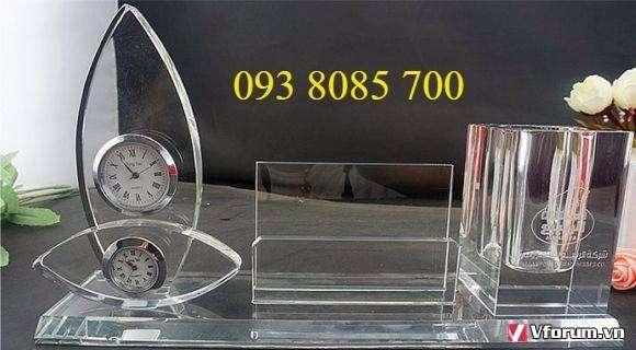 Xưởng sản xuất biểu trưng, cúp lưu niệm, quà để bàn, bảng chức danh thủy tinh, phale, gỗ đồng giá rẻ 0938085700