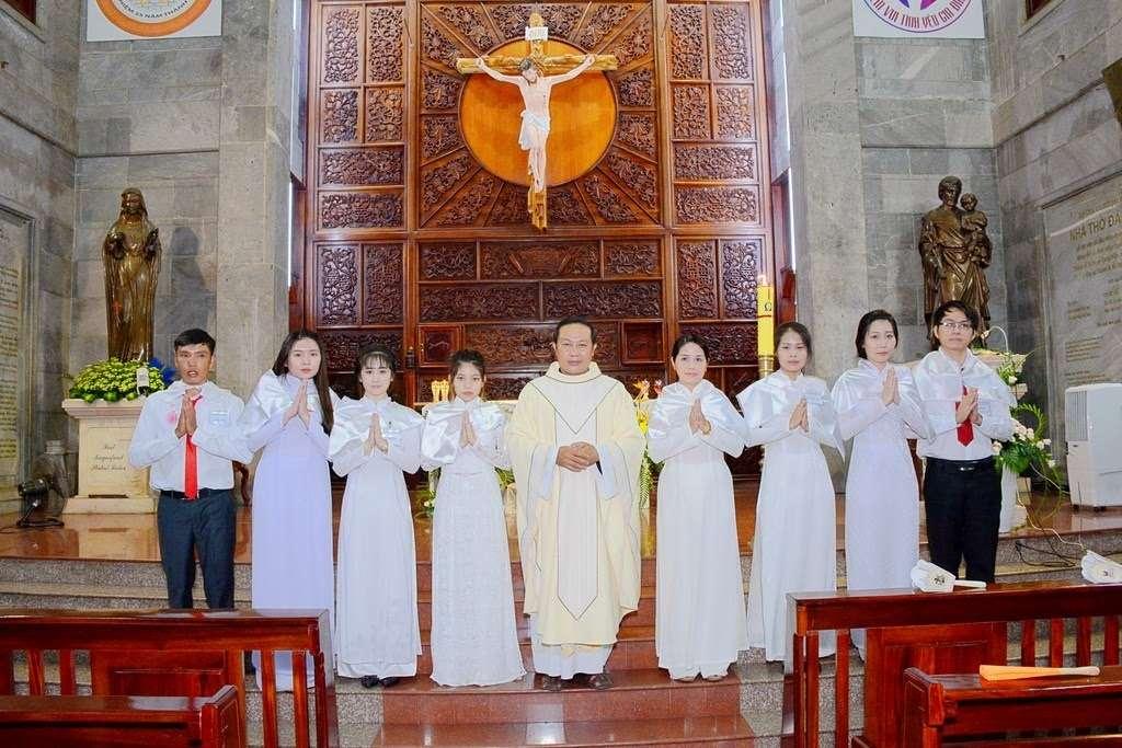 Giáo xứ Vĩnh Hòa: Mừng bổn mạng cha chánh xứ