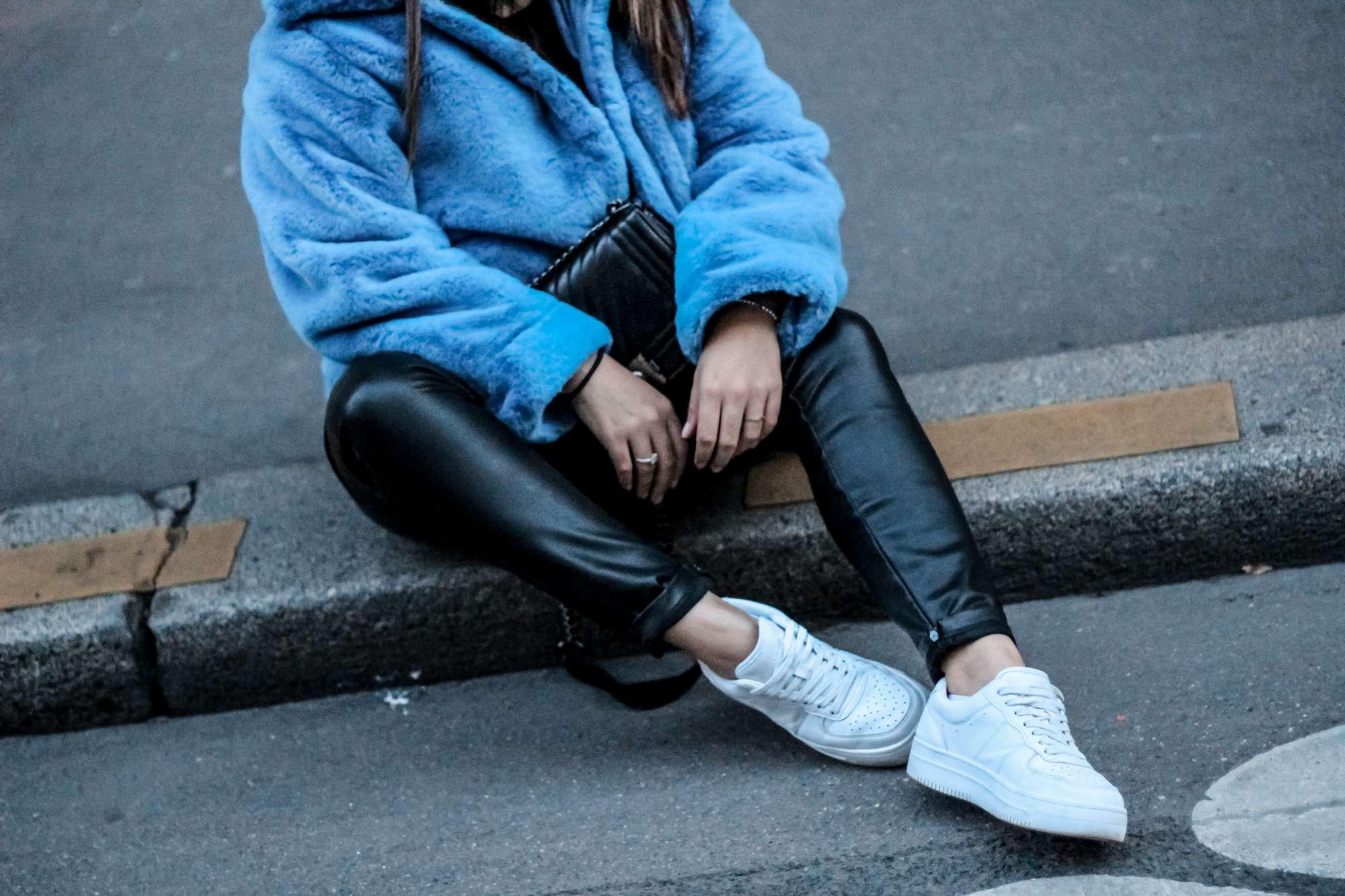 the green ananas, blog mode, h&m, manteau bleu, manteau bleu h&m, faux fur, manteau fausse fourrure, no leather, vogue, t shirt vogue, shein, pantalon simili cuir, blogueuse mode, pinterest, perfect coat by h&m