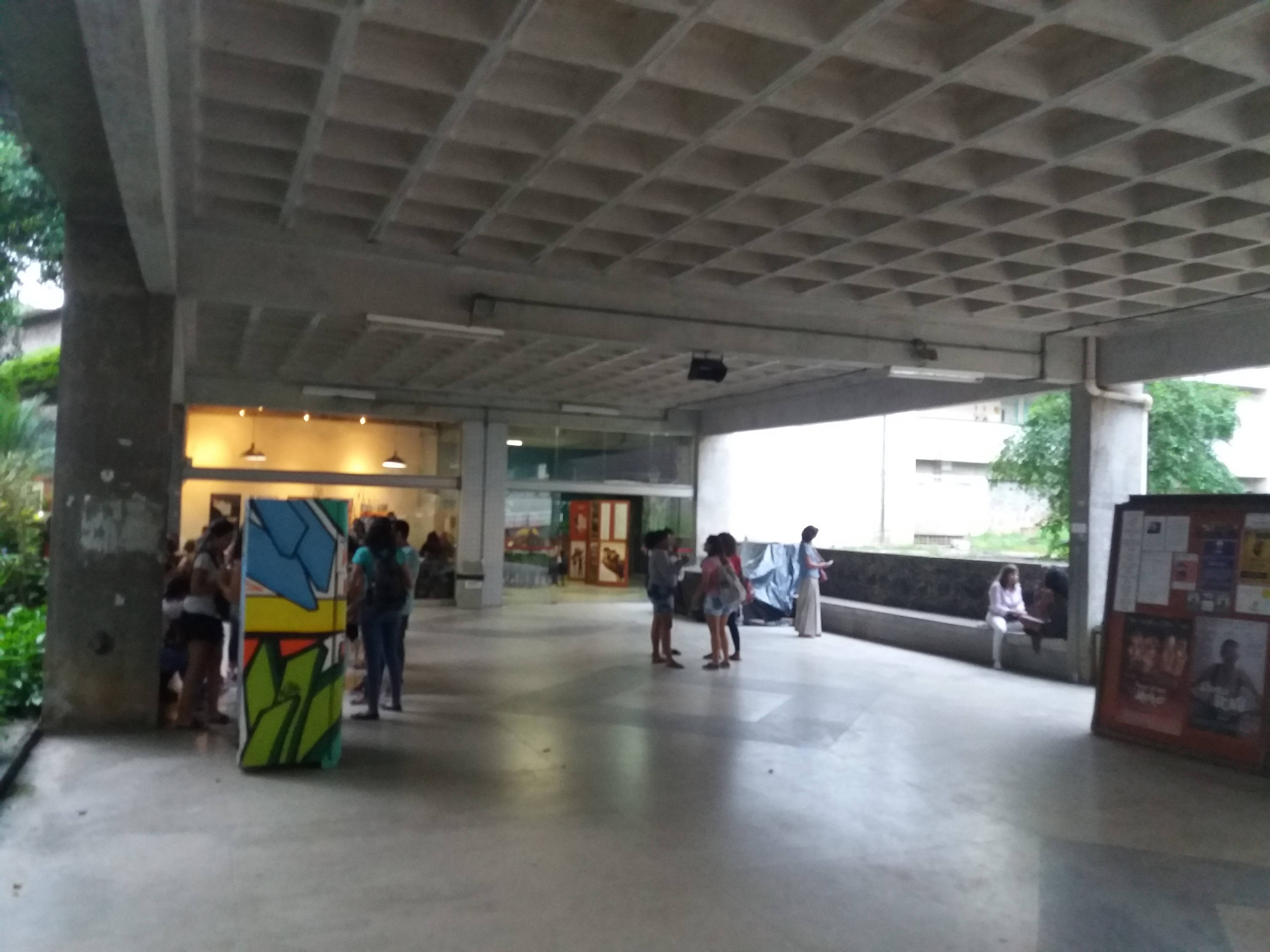Entrada do Pavilhão de Aulas Reitor Heonir Rocha - PAC