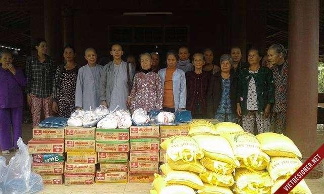 Nam Đông: Phật giáo Nam Đông thăm và tặng quà đến hộ nghèo huyện.