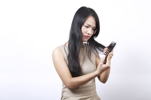 Rụng tóc nhiều là những cảnh báo quan trọng về sức khỏe